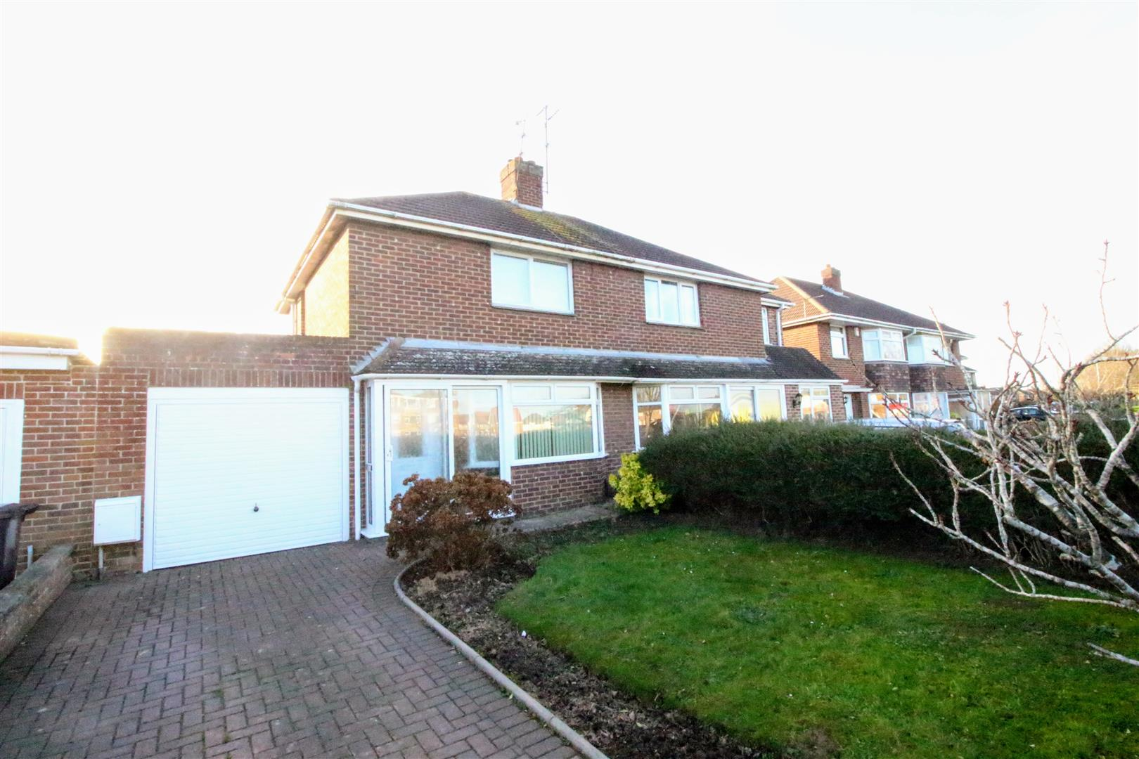 2 Bedrooms Semi Detached House for sale in Queens Drive, Old Walcot, Swindon